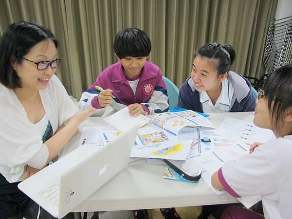 進階課程Fibi老師與學員討論作業2
