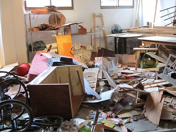 2.11暴動後的物件的支離破碎