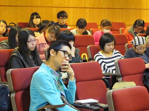 景文科大學生專注聆聽馬賽KYO的演講