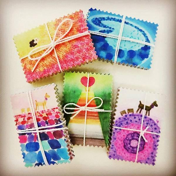 溫暖繽紛的郵票貼紙,一推出就造成粉絲間的大轟動爭相蒐集全套