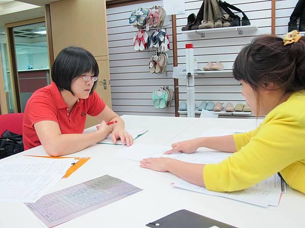 學員見習時親自訪視見習職場,以了解學員見習學習與適應狀況