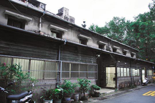 「一號糧倉」特色為檜木桁架,牆壁為多層牆體,有防濕、隔熱之效,建物屋況良好,日前通過北市文資審查會的審查,登錄為歷史建築