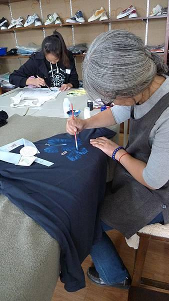 楊莉莉畫筆一揮都是數十年的功力展現