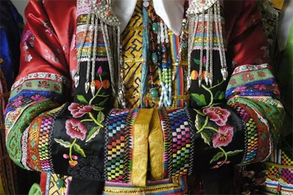 【9月主打星】美感指南:蒙古族刺繡:一針一線手中生花-1
