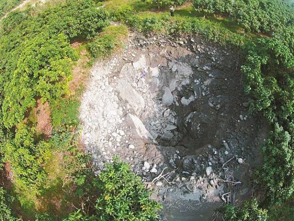 南化泥火山