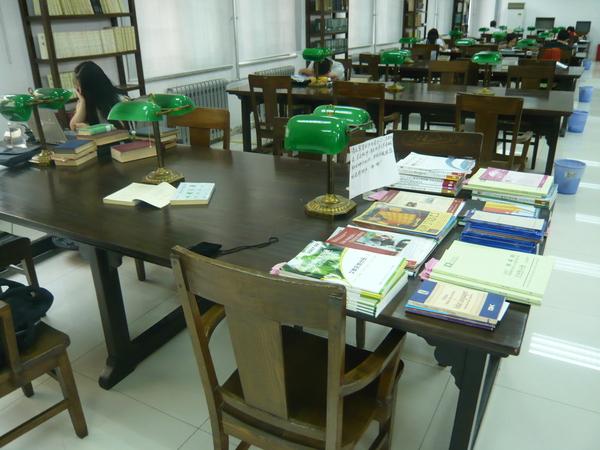 北大文庫,舊燕園的閱覽桌