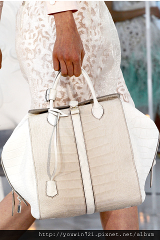 00240m Vuitton Spring Summer 2012.jpg