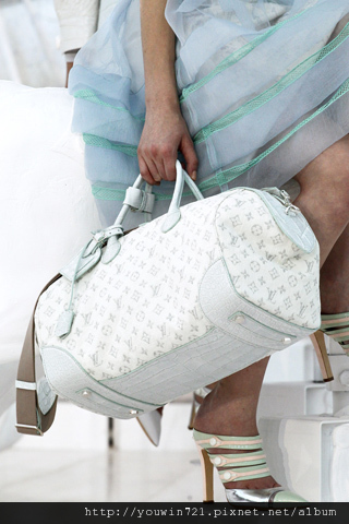 00020m Vuitton Spring Summer 2012.jpg