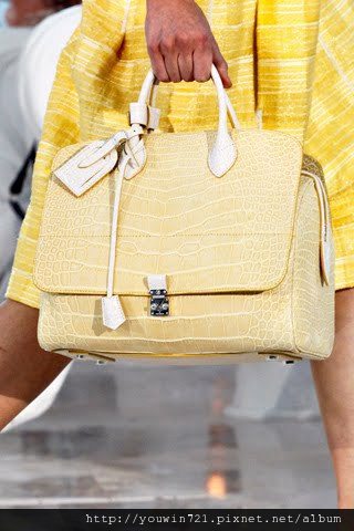 00100m Vuitton Spring Summer 2012.jpg