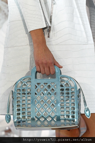 00650m Vuitton Spring Summer 2012.jpg
