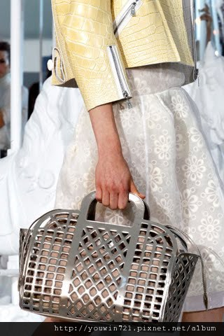 00720m Vuitton Spring Summer 2012.jpg