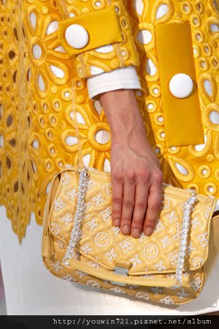 01170m Vuitton Spring Summer 2012.jpg