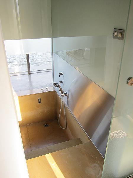嵌入式浴室