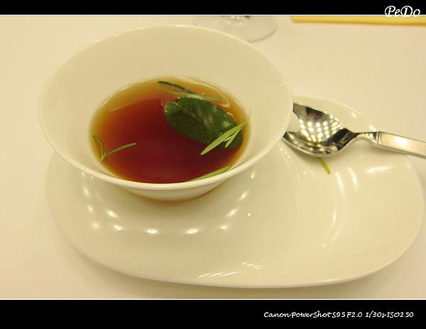 土雞澄清湯