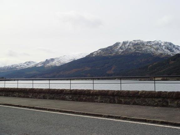 已經三月多了山峰上都還是雪