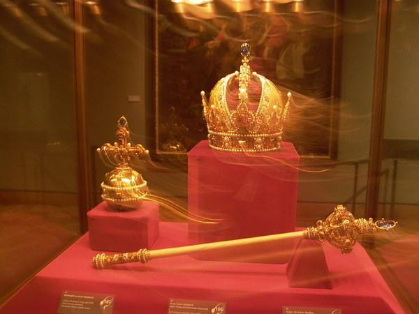 皇冠和寶劍