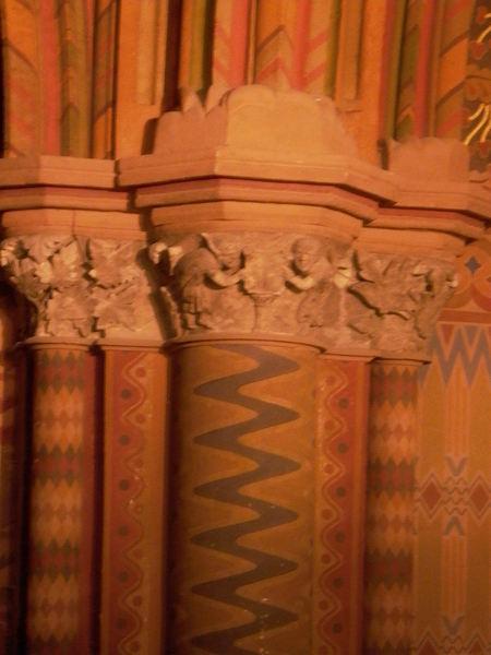 Matyas church 裡整個牆壁都畫滿了這種圖案
