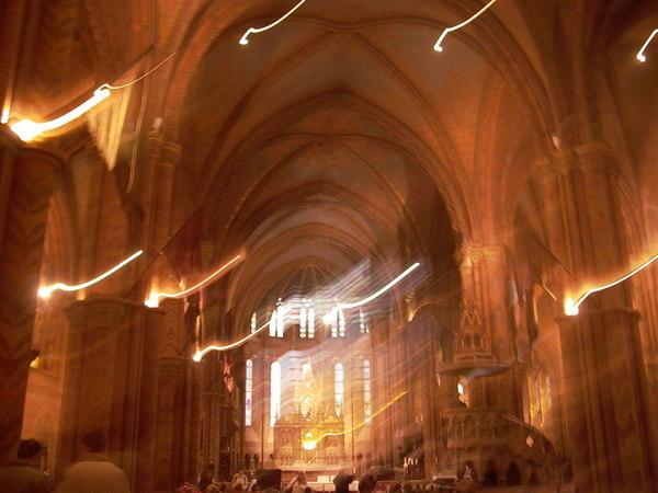 每次在教堂裡 照起來光線都很奇怪