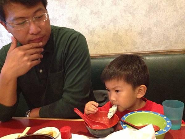 Jonathan eat sushi