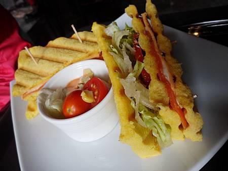塔塔煙燻鮭魚三明治