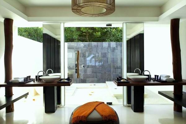 調整大小Alila_Villas_Hadahaa_-_Island_Villa_-_Bathroom_(landscape) (H).jpg
