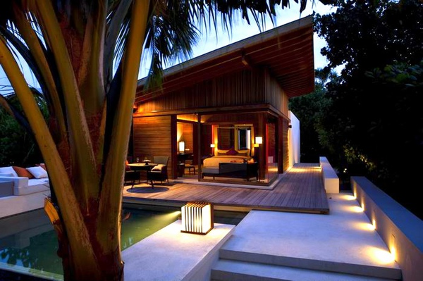 調整大小Alila_Villas_Hadahaa_-_Island_Villa_with_Pool_(at_night) H.jpg