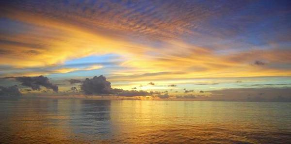 調整大小Alila_Villas_Hadahaa_-_sunset_view_-_from_the_jetty (H).jpg