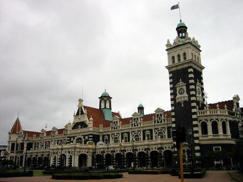 Dunedin 有名的美美火車站