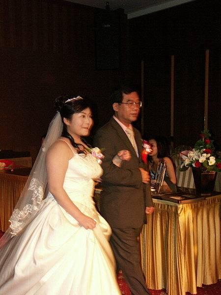 新娘跟新娘爹排演中