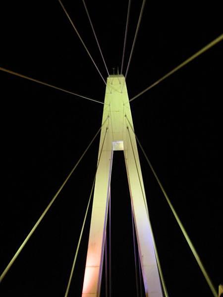 在橋上吹涼風