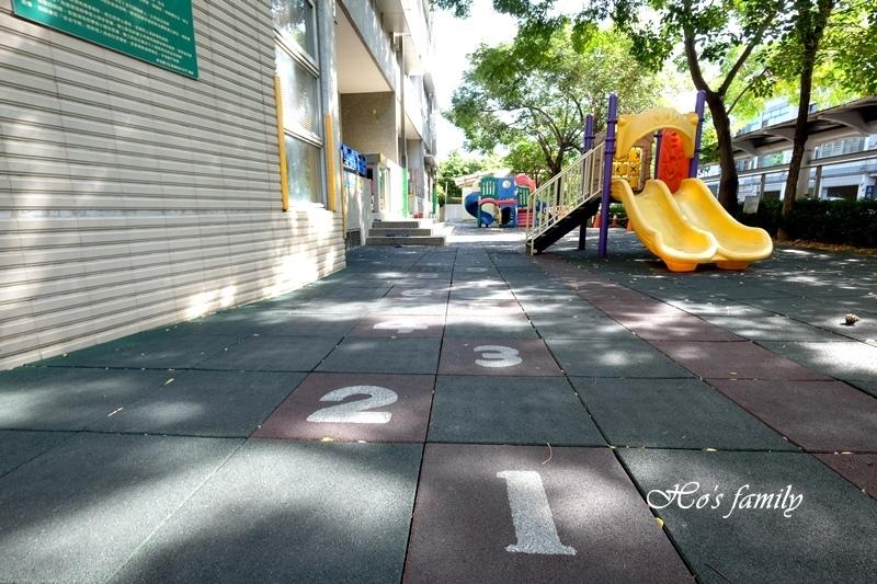 信義國民中小學特色遊戲場5.JPG