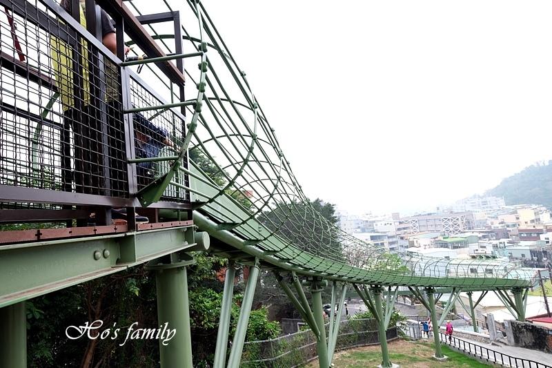 高雄新景點哈瑪星滾輪溜滑梯8.JPG