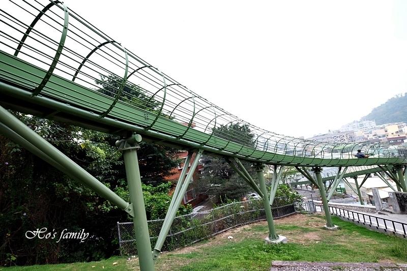 高雄新景點哈瑪星滾輪溜滑梯10.JPG