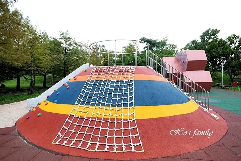 頭城運動公園兒童遊戲場2.JPG