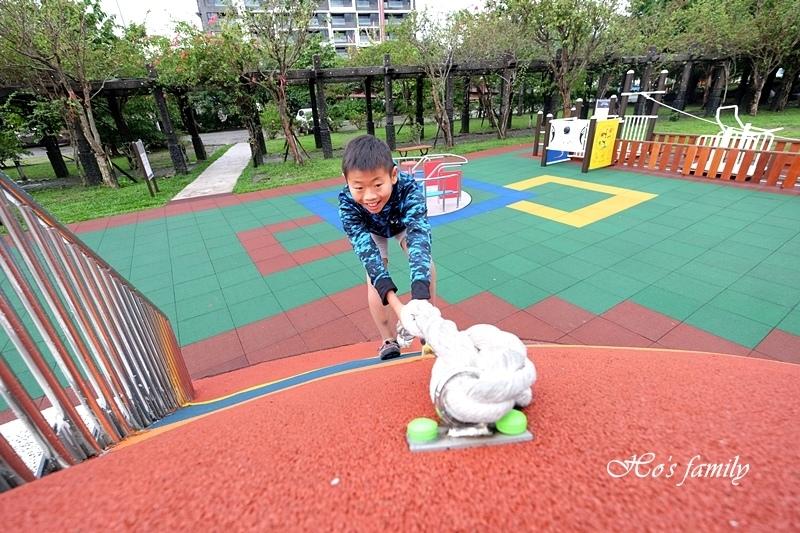 頭城運動公園兒童遊戲場4.JPG
