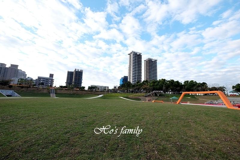 【桃園特色公園】風禾公園滾輪溜滑梯2.JPG