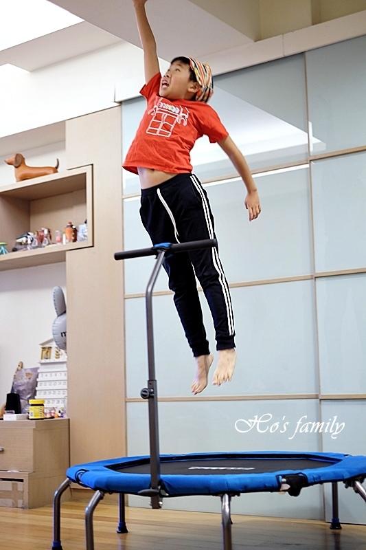 【育兒好物好物】Fitwell全能跳彈跳床22.JPG