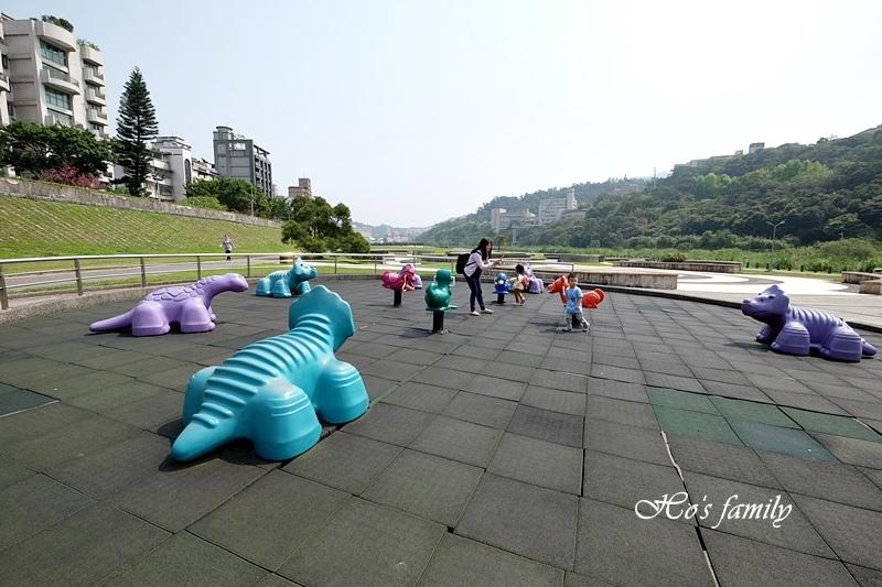【台北木柵特色公園】道南河濱公園遊戲場30.JPG