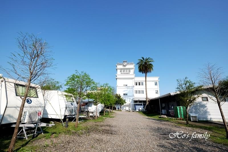 【羅東夜市民宿】薩爾茨堡渡假莊園露營車2.JPG