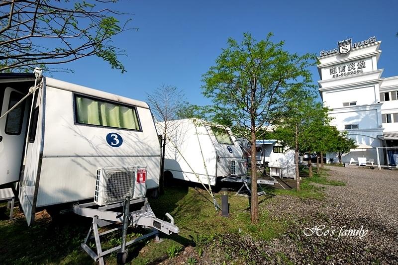 【羅東夜市民宿】薩爾茨堡渡假莊園露營車3.JPG
