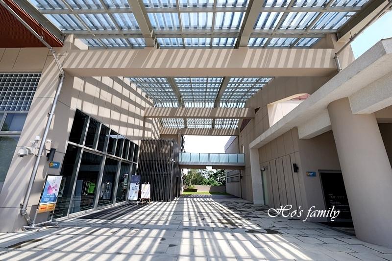 【桃園親子室內景點】桃園市立圖書館龍潭分館2.JPG