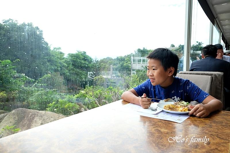 【台中親子住宿】台中清新溫泉飯店新采自助百匯窗景.JPG