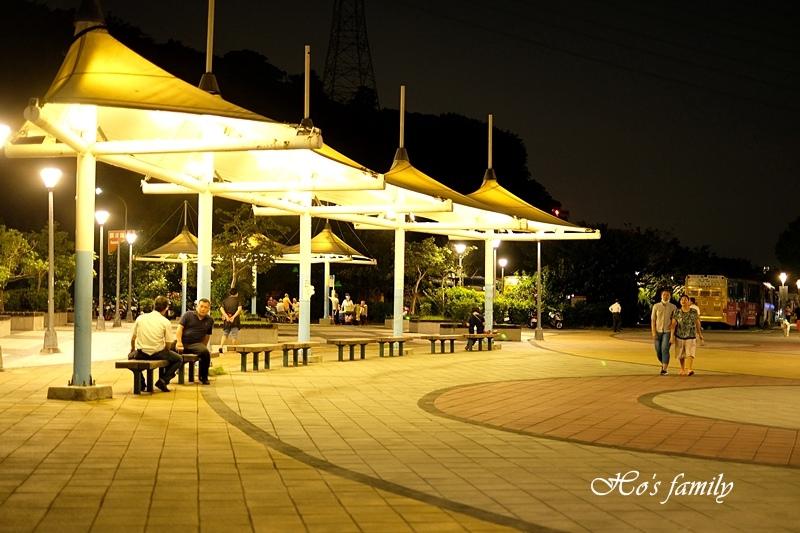 【台北玩水景點】關渡碼頭廣場1.JPG