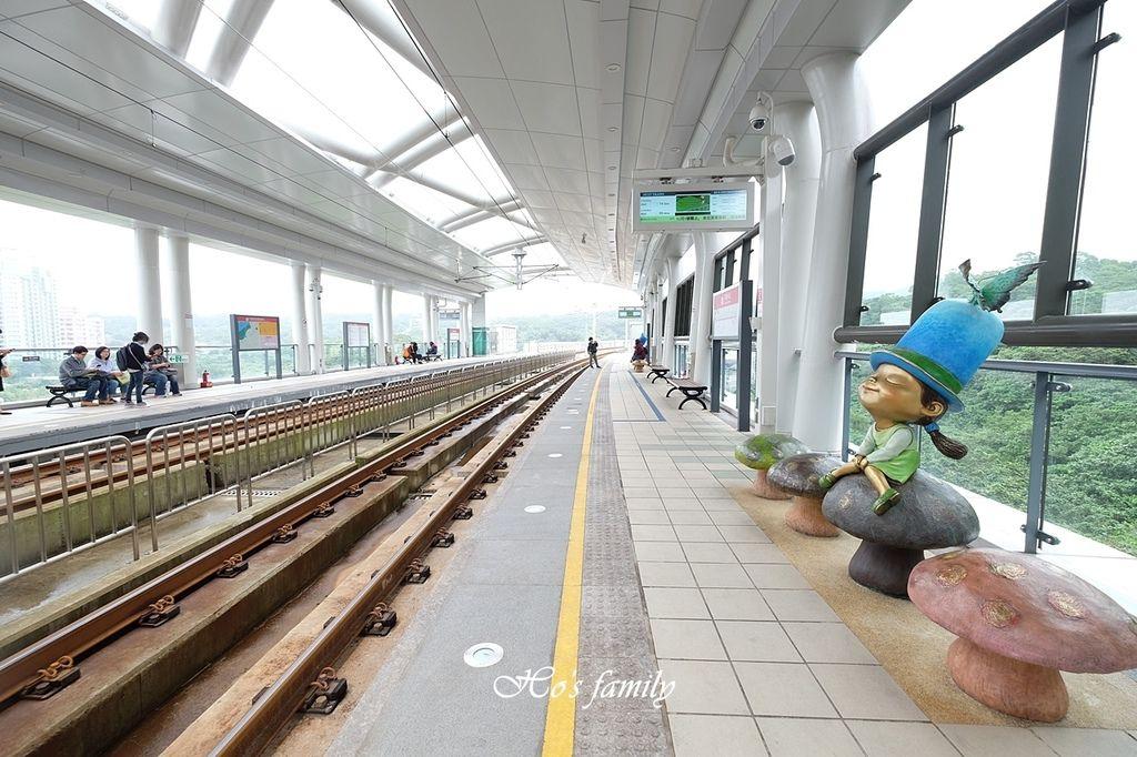 【淡海輕軌】遇見幾米!淡海輕軌怎麼搭、線路圖、一日票、營運時間19.JPG