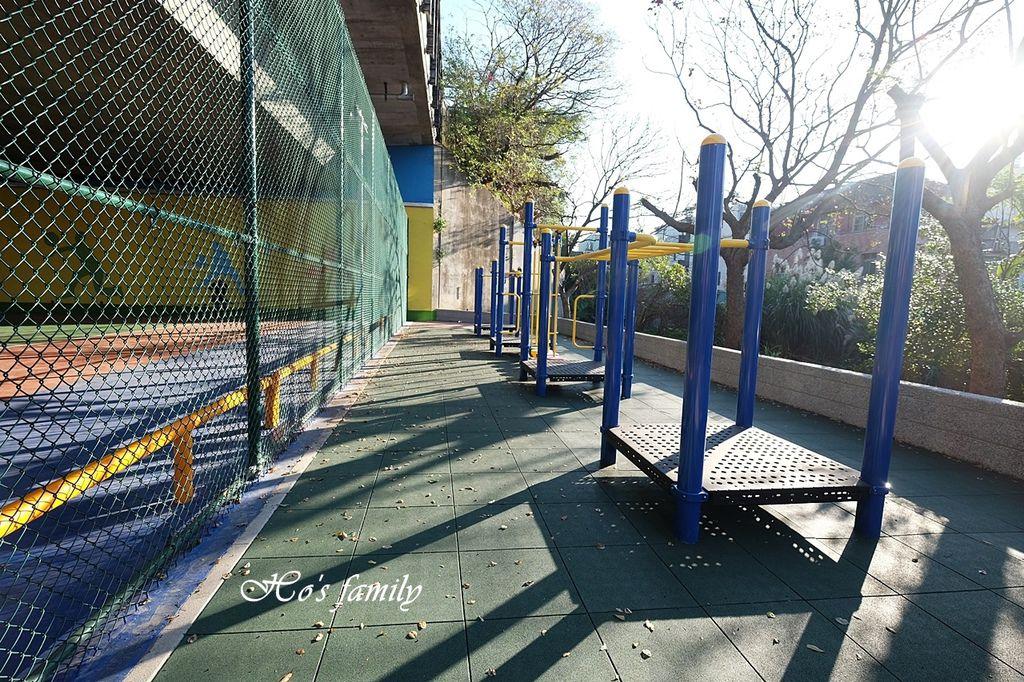 【桃園親子景點】國道橋下新秘境公園遊戲場~舞動園區24.JPG
