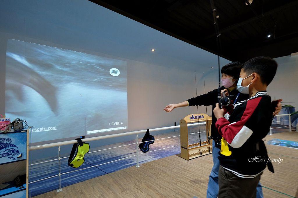 【台中室內親子景點】寶熊漁樂碼頭~世界唯一巨無霸旋轉釣魚機在這裡!亞洲首座釣魚觀光工廠玩虛擬釣魚、3D劇場、親子DIY、美式遊樂場34.JPG