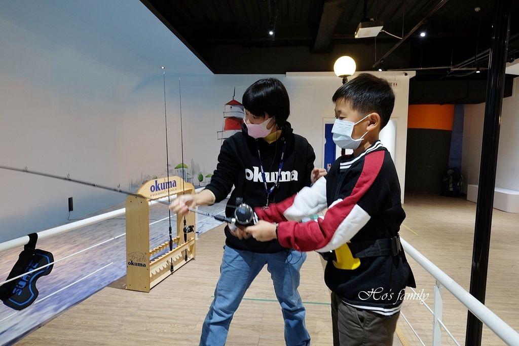 【台中室內親子景點】寶熊漁樂碼頭~世界唯一巨無霸旋轉釣魚機在這裡!亞洲首座釣魚觀光工廠玩虛擬釣魚、3D劇場、親子DIY、美式遊樂場31.JPG