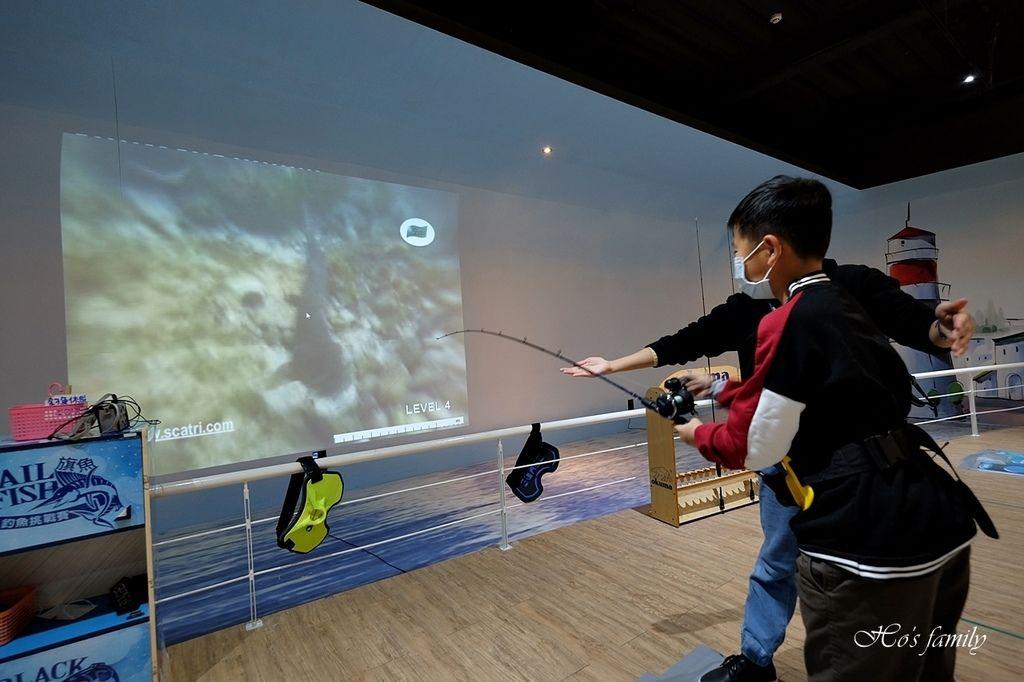 【台中室內親子景點】寶熊漁樂碼頭~世界唯一巨無霸旋轉釣魚機在這裡!亞洲首座釣魚觀光工廠玩虛擬釣魚、3D劇場、親子DIY、美式遊樂場36.JPG