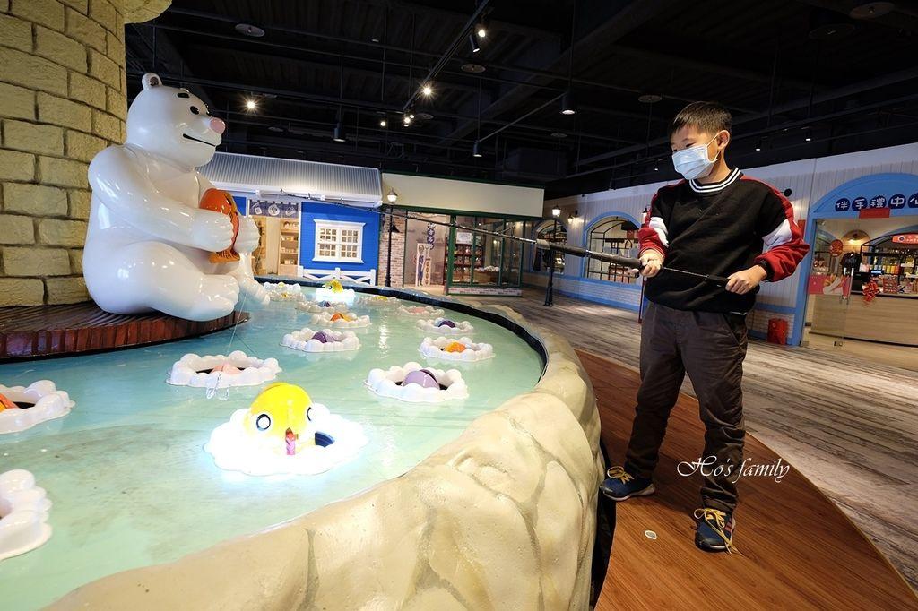 【台中室內親子景點】寶熊漁樂碼頭~世界唯一巨無霸旋轉釣魚機在這裡!亞洲首座釣魚觀光工廠玩虛擬釣魚、3D劇場、親子DIY、美式遊樂場44.JPG