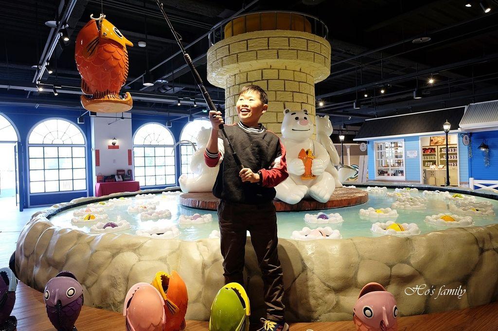 【台中室內親子景點】寶熊漁樂碼頭~世界唯一巨無霸旋轉釣魚機在這裡!亞洲首座釣魚觀光工廠玩虛擬釣魚、3D劇場、親子DIY、美式遊樂場刊頭.JPG